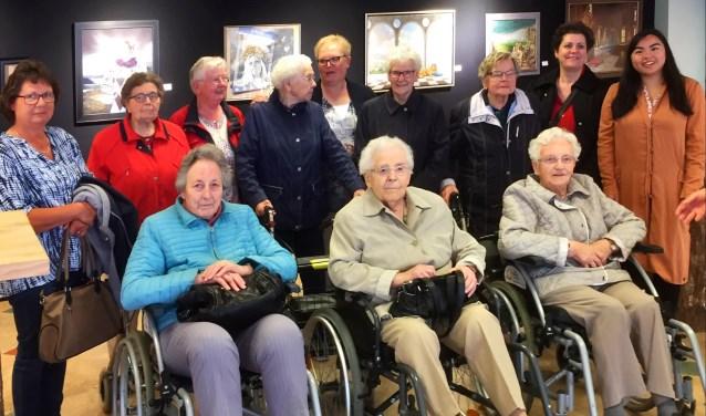 Ouderen van Het Bundeltje bij de expositie. Foto: PR