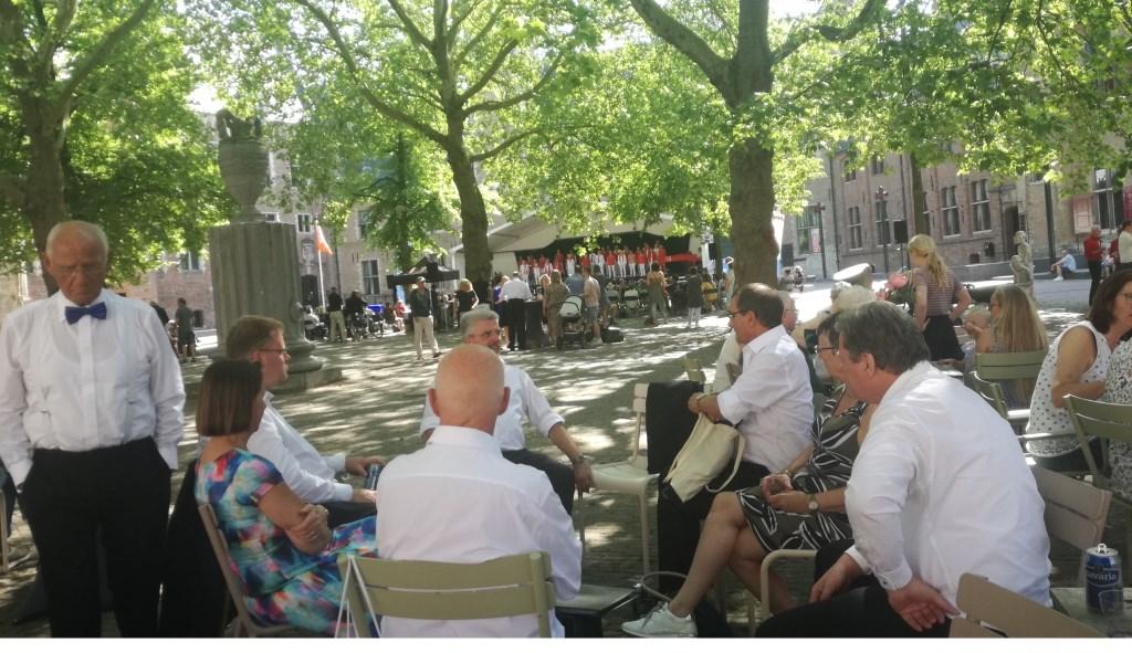 De zangers van Con Spirito hebben even tijd om zelf te genieten van weer een mooie zang. Foto: PR  © Achterhoek Nieuws b.v.