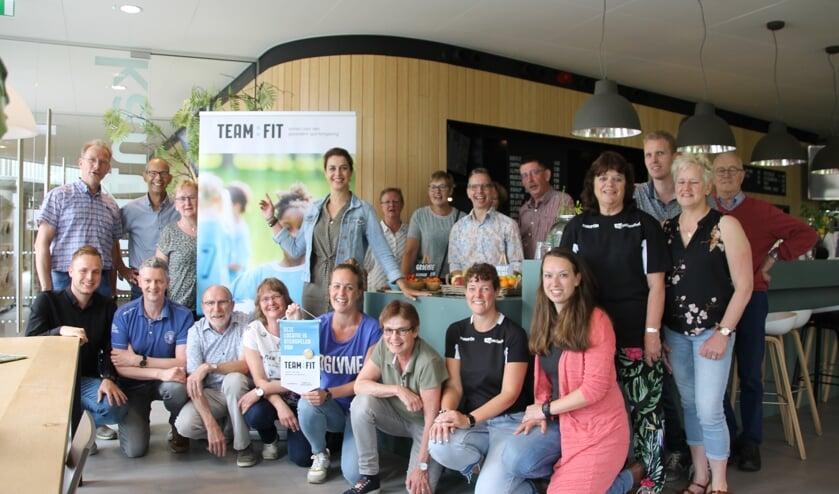 Aantal bestuursleden en medewerkers van de Hamaland-kantine met Michiel Krabbenborg (linksonder), Désirée Holtstege (midden staand), Loes Lageschaar (met medaille) en Jorien Wopereis (rechtsonder). Foto: Annekée Cuppers