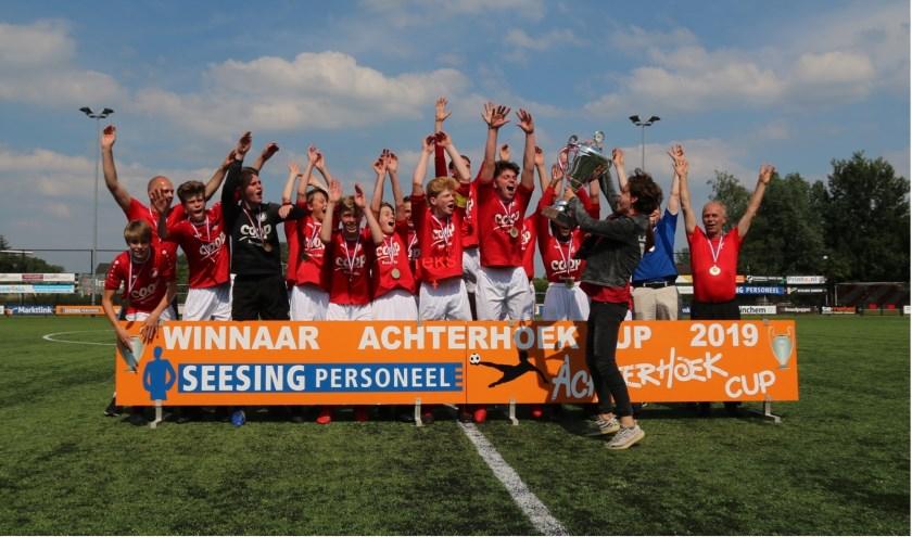 Het winnende team van Reünie/GSV '63 JO15-1. Foto: PR
