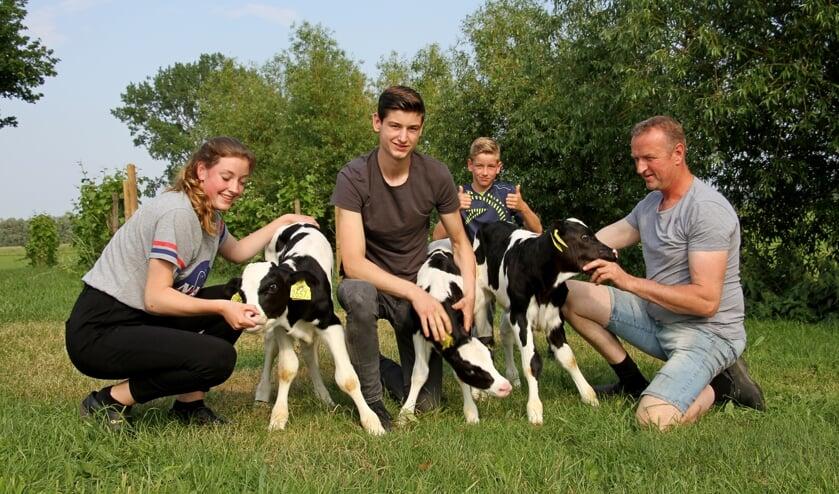 Syta, Kars, Yse en vader Edwin met het jonge drietal. Foto: Liesbeth Spaansen