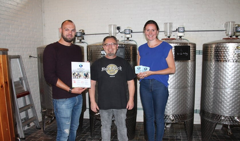 Gert Jan Koens, Gerco Honders (midden) en Corine Lankhof, in brouwerij De Borghman. Foto: Lydia ter Welle