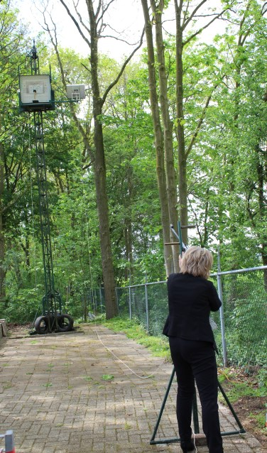De schietmasten op het terras van de Sociëteit. Foto: Marlous Velthausz