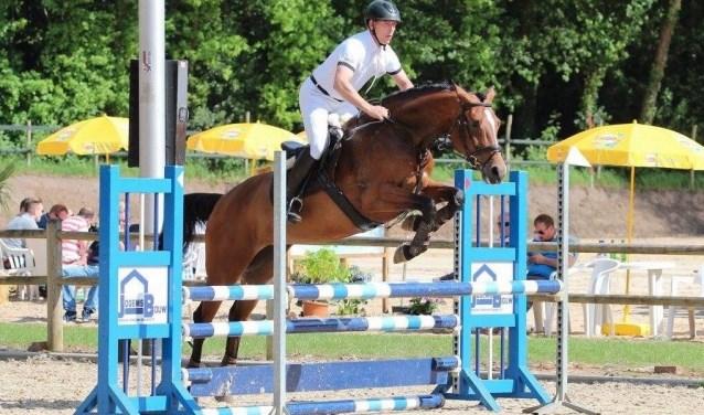 Mark Snoeijing met zijn paard Gracia.  Foto: Herman Kettering
