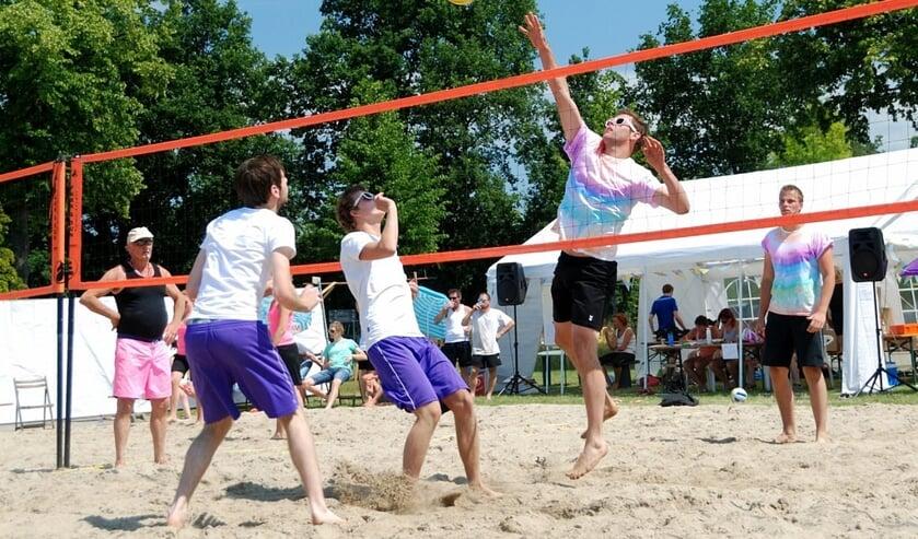 Ook beachvolleybal staat op het programma van de Zanddagen. Foto: PR