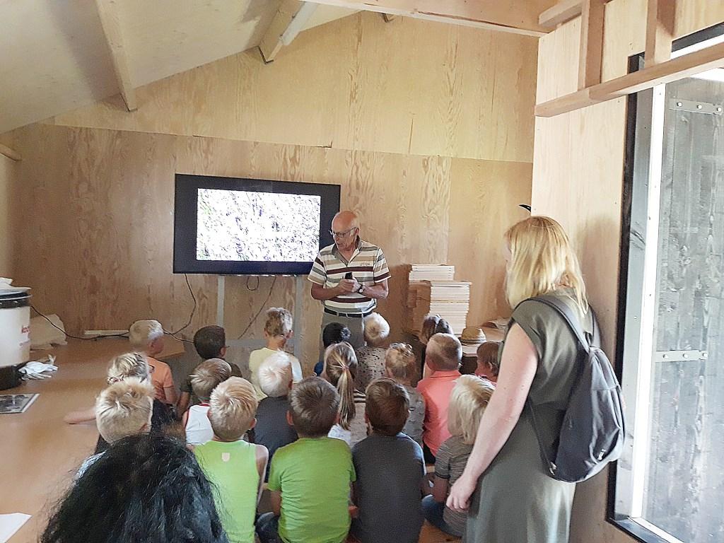 In de educatieruimte in de bijenstal kunnen lessen worden verzorgd. Foto: Gerard te Hennepe  © Achterhoek Nieuws b.v.