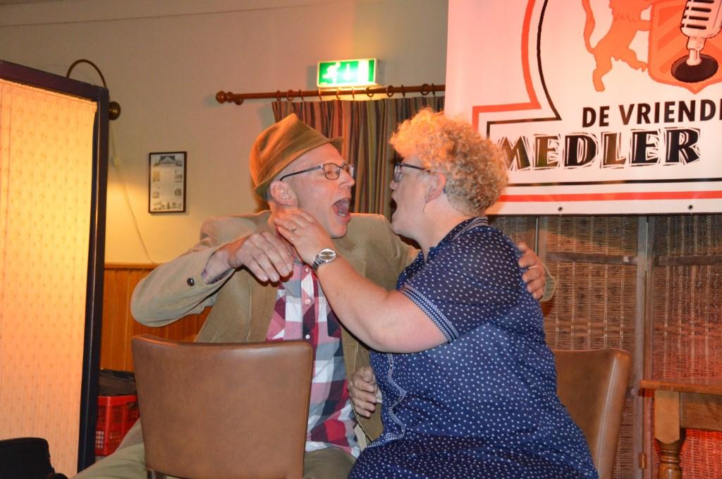 De publieksjury wees Gerrit en Erna Otten als Gait-Willem en Egberdina met het nummer 'Omdat ik zoveel van je hou!' van Willy en Willeke Alberti als winnaars aan. Foto: PR.   © Achterhoek Nieuws b.v.