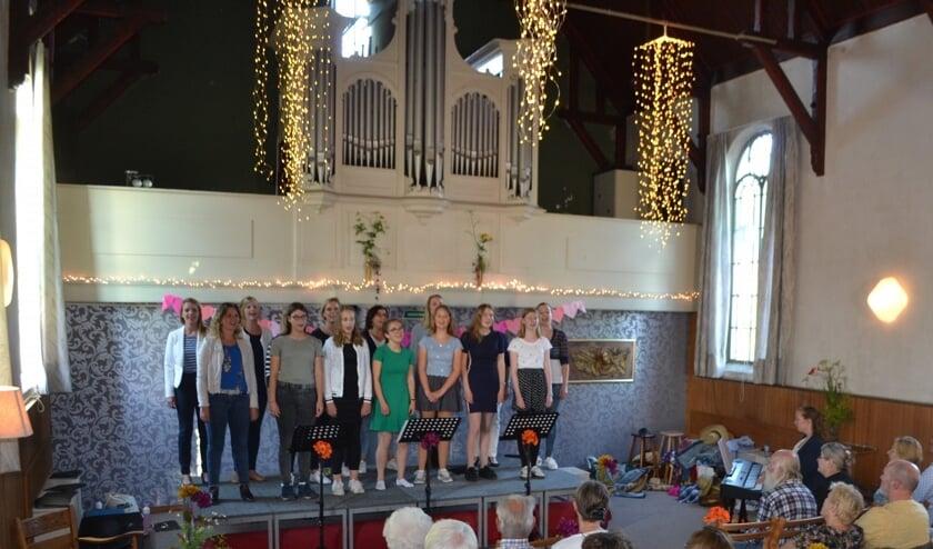 De koren Plica vocalis en @Seven sloten het seizoen 2018-2019 muzikaal af met een zomers concert in de voormalige Kapel. Foto: PR.