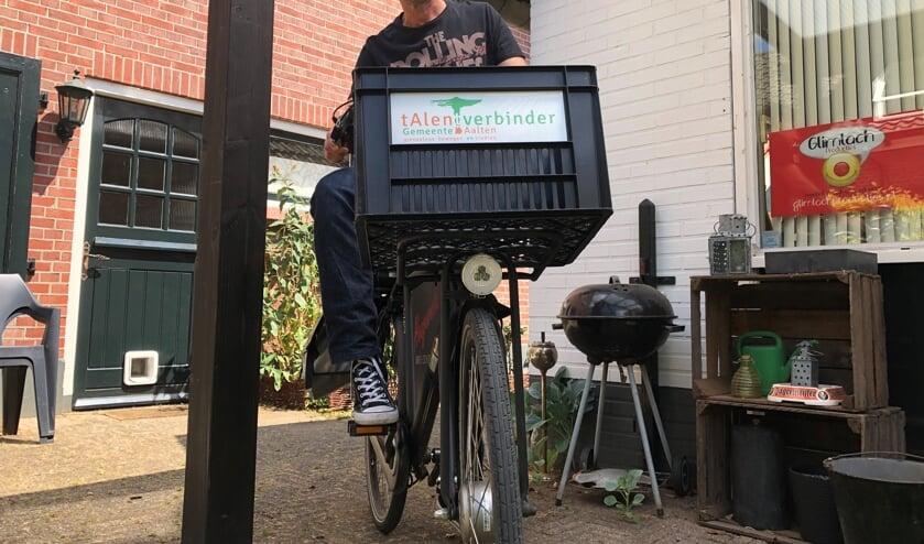 Richard Jongetjes, met zijn vaste vervoermiddel: de Talentverbinderfiets. Foto: Miriam Szalata