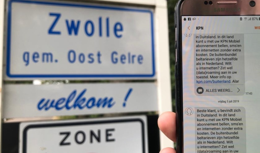 Bij de bebouwde kom van Zwolle krijg je al een melding 'Welkom in Duitsland'. Foto: Kyra Broshuis