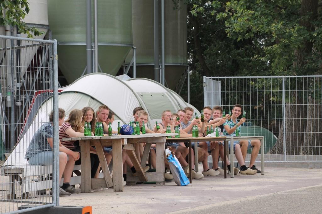 Mooi op je gemakkie de binnenkomende kampeerders bekijken. Foto: Annekée Cuppers  © Achterhoek Nieuws b.v.