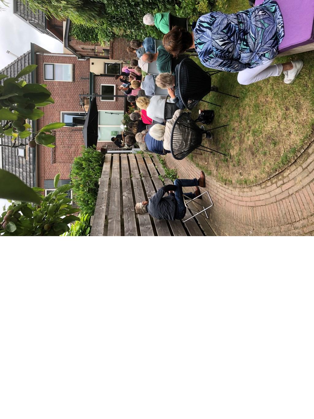 Muziek in de Gasthuisstraat. Foto: Sander Damen  © Achterhoek Nieuws b.v.