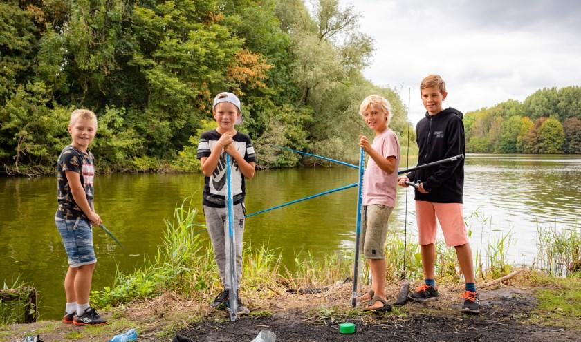 Kinderen kunnen ook zélf vissen tijdens de ZomerVISkaravaan. Foto: Frank van der Burg