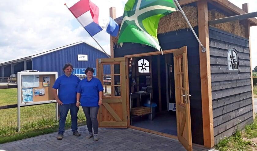 Harald Wiltink en Anke van Ampting openen De Melktap Toldijk. Foto. PR