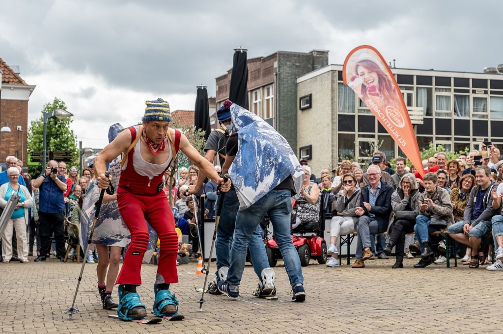 'Biathlon', waarbij het publiek mocht meedoen. Foto: Burry van den Brink  © Achterhoek Nieuws b.v.