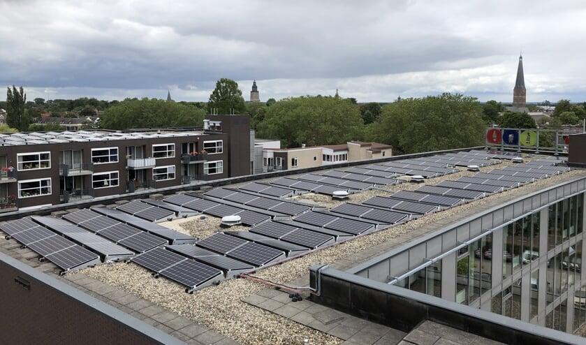Zonnepanelen op de daken van ouderenzorgorganisatie Sutfene. Foto: PR