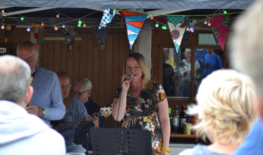De JW Copple Club vulde de tuin aan de Kortestraat met jazz. Foto: Leander Grooten