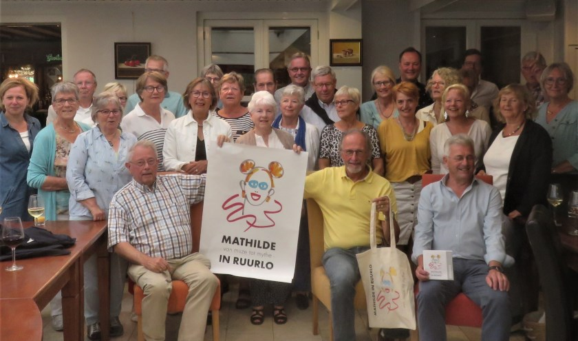 Werkgroepleden en vrijwilligers van de expositie Mathilde – muze of mythe met op de voorgrond links voorzitter Joop Huisman. Foto: PR