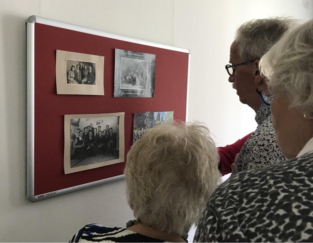 Vrijwilligers van de Lionsclub Bronckhorst brengen een bezoek aan bewoners van De Lindenhof. Foto: Present Bronckhorst  © Achterhoek Nieuws b.v.