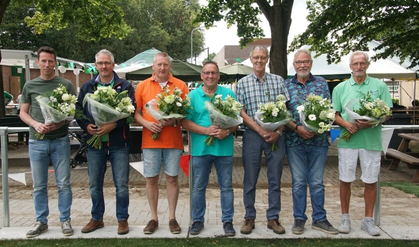 Van links af Rick Neevel, Simon Rijnsbergen, Johnny Vrieze, Frans Rengelink, Gerrie Tuenter, Gerrie Elburg, Eduard Schreur. Foto: Frank Vinkenvleugel