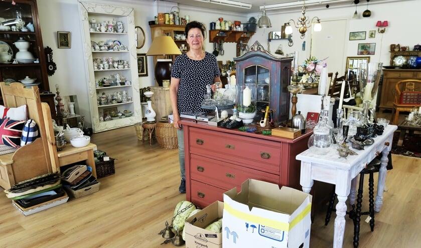 Ans' Brocante in haar nu nog bestaande winkel. Foto: Theo Huijskes