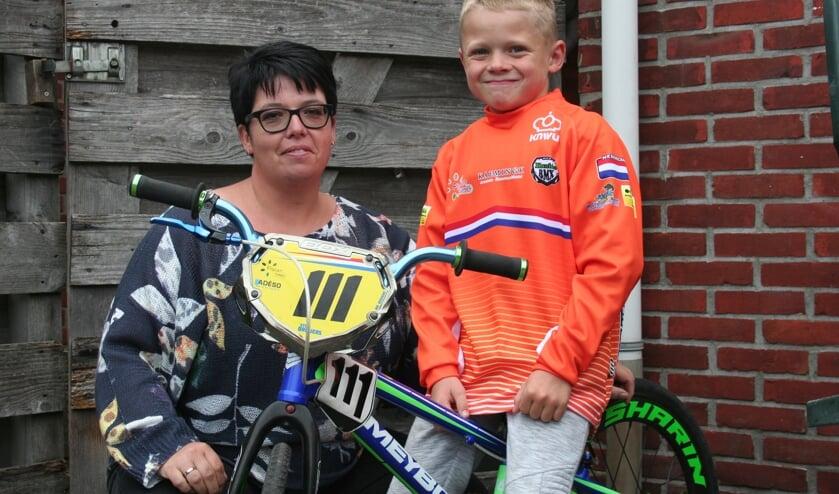 Stijn en zijn moeder Wilma Dreijers. Foto: Verona Westera