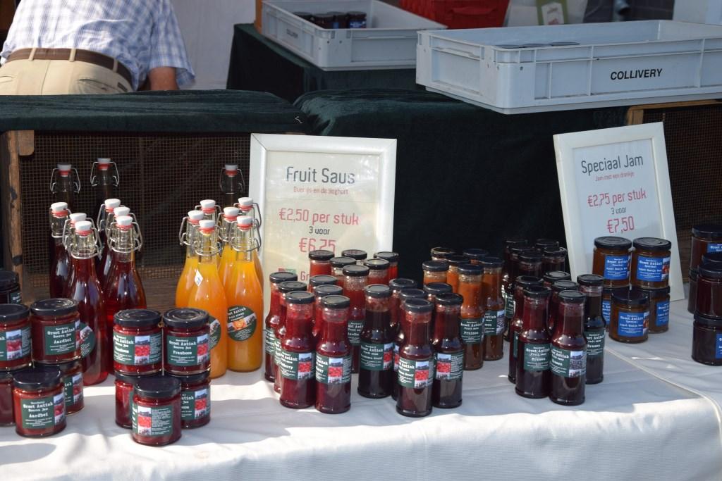 Enkele producten op de markt. Foto: Natalie Vijlbrief  © Achterhoek Nieuws b.v.