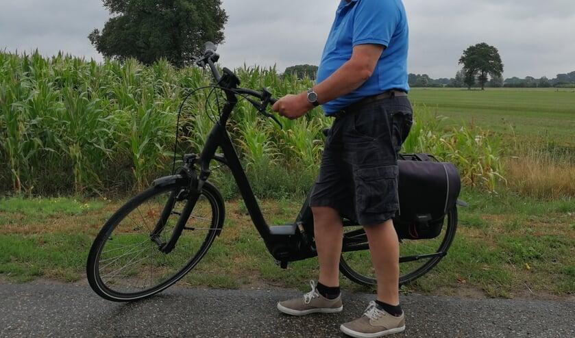 Rekkenaar Wim Giesbers met zijn geliefde rijwiel. Foto: Rob Weeber