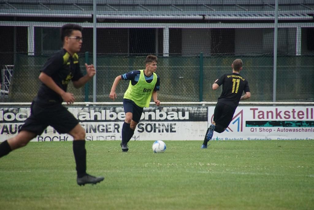 De wedstrijd van GSV Viktoria 1 tegen FC Dinxperlo 1 eindigde in een 4-2 overwinning voor de Duitse ploeg. Foto: Frank Vinkenvleugel  © Achterhoek Nieuws b.v.