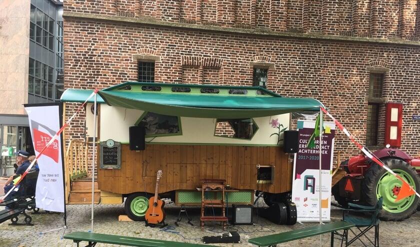 De woonwagen van Gery Groot Zwaaftink, die hij gebruikt bij zijn optredens. Foto: Gery Groot Zwaaftink
