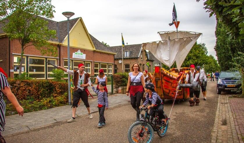 De Piraten behaalde de winst in de kermisoptocht van Olburgen-Rha. Foto: Achterhoekfoto.nl/Liesbeth Spaansen
