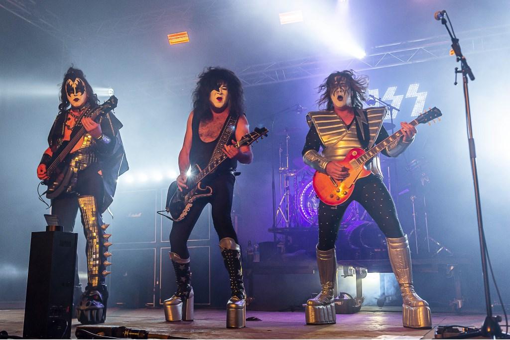 Kissterious speelde op vrijdagavond. Foto: Henk van Raaij Foto: Henk van Raaij © Achterhoek Nieuws b.v.