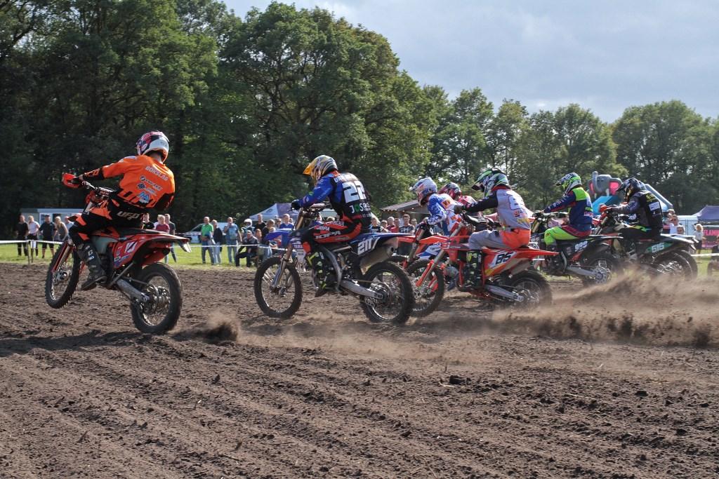 Start van de spannende finalewedstrijd. Foto: Henk Teerink  © Achterhoek Nieuws b.v.