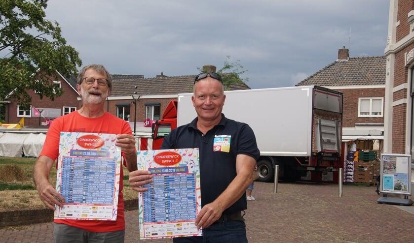 Met gepaste trots presenteren Henk Jan Freriks en Werner Brand het programma van Dinxperwick Swingt. Foto: Frank Vinkenvleugel