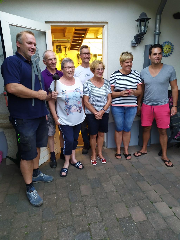 De bewoners van de Marijkestraat zijn benieuwd naar de reactie van de jury en het publiek. Foto: PR  © Achterhoek Nieuws b.v.