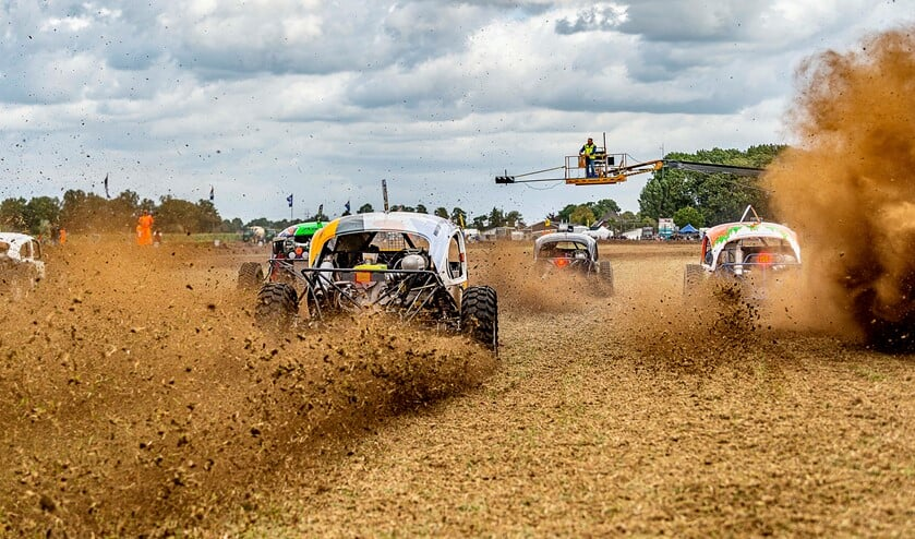 De autocross in Gendringen. Foto: Henk van Raaij