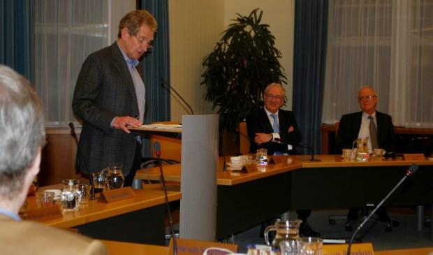 V.l.n.r.: Dhr. Bergmans, burgemeester Hans Romeyn en vergader-voorzitter Hans van Halem.