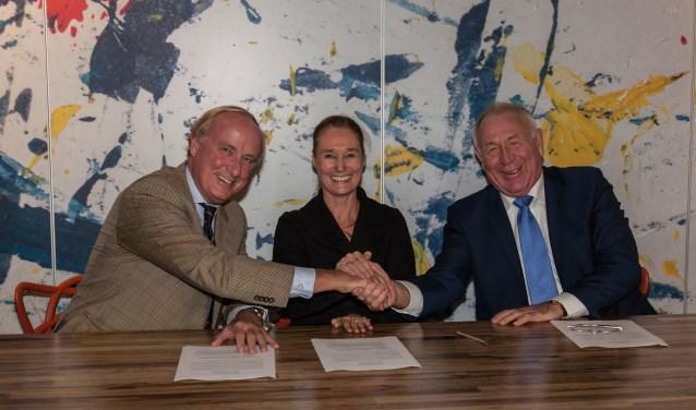 V.l.n.r.: Jochem Gelderman (Stichting Welzijn Bergen), Elize Bon (vice-voorzitter Stichting Welzijn Castricum) en Jan Kasper (Stichting Trefpunt Heiloo).