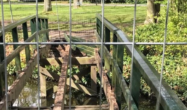 De afgesloten brug bij het Ter Coulster bos. Foto: Ronald van Stiphout