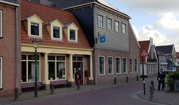In Dorpshuis de Zwaan zit gebiedsregisseur Yvonne Groen op 18 januari met de koffie klaar  (foto: Marianne Jonker)