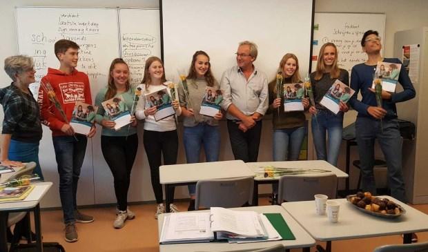 De 7 leerlingen ontvingen hun certificaat uit handen van wethouder Ron de Haan