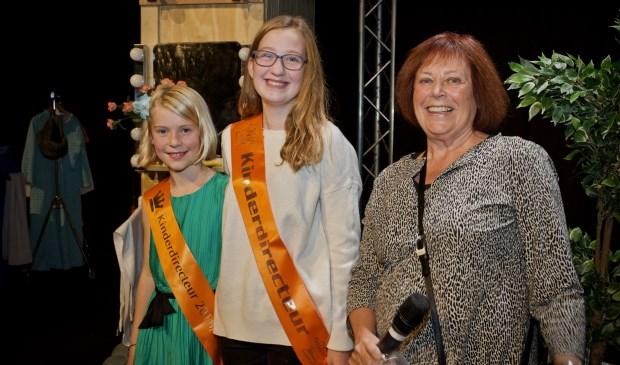 De nieuwe Kinderdirecteur van de Bibliotheek Heiloo Lotta Sengers (links), samen met Caoímhe van den Brug en Jeanette Braam.