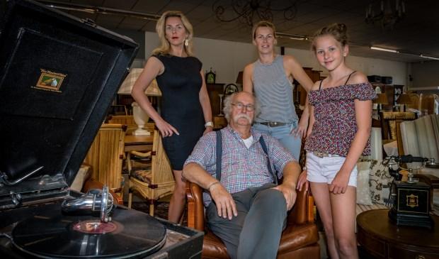 Kees Anema met zijn dochters en één van de kleindochters.