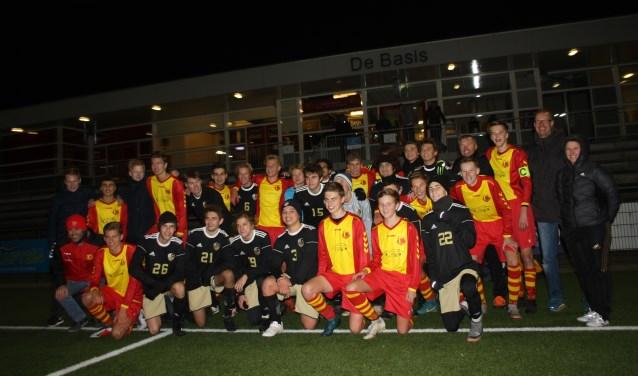 De Voyagers en HSV JO-17-1 speelden zondag een vriendschappelijke wedstrijd in Heiloo.