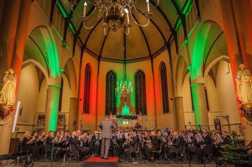 Fanfareorkest Emergo Castricum onder leiding van Erik van de Kolk