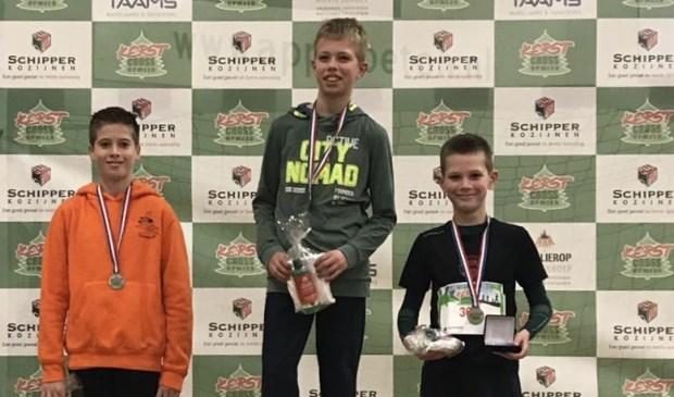 Rechts Boet van Hove van AV Trias die als 3e eindigde tijdens het Noord-Hollands cross kampioenschap.