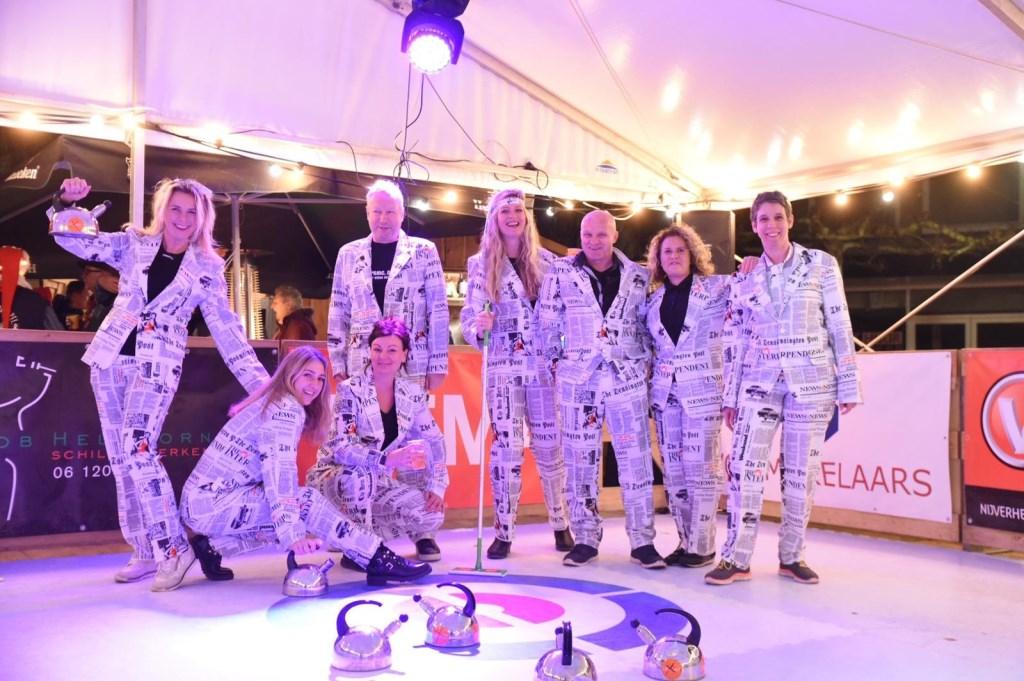 Team Uitkijkpost won de prijs voor de beste outfit. Foto: Jack Schaap © Uitkijkpost Media B.v.