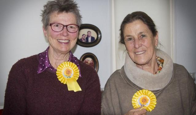 Guurtje Brakenhoff (71) en Ineke Bijman (65) zijn vrijwilligers bij Stichting De Zonnebloem.