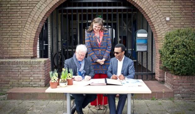 vlnr: wethouder Wim Swart, huisarts Marjoleine Markvoort en directeur Eric Venghaus