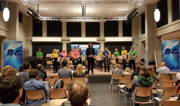 Het opleidingsorkest van Emergo kreeg mooie worden en punten bij het opleidingsfestival van OG Krommenie